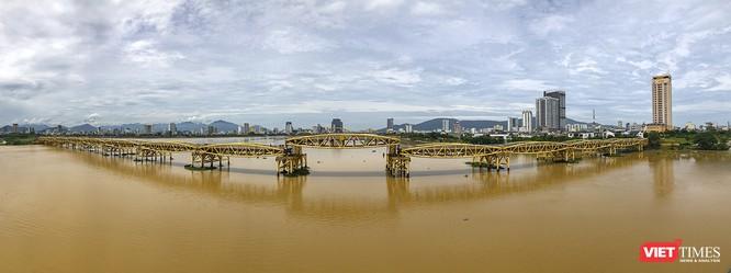 Clip: Độc đáo cây cầu nâng dầm cho tàu thuyền chui qua ở Đà Nẵng ảnh 1