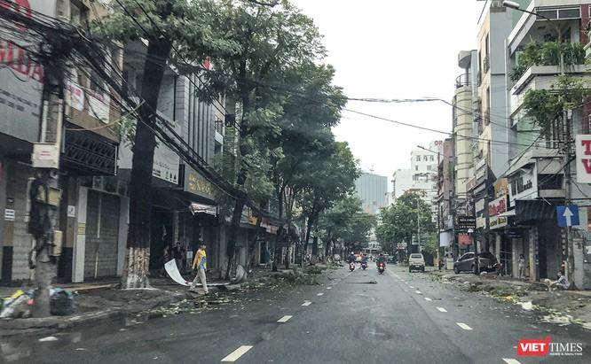 """Đà Nẵng như bãi chiến trường sau trận """"càn quét"""" của siêu bão số 9 ảnh 13"""