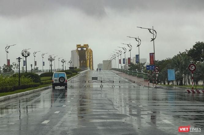 Một Đà Nẵng tan hoang đến khó tin sau siêu bão... ảnh 14