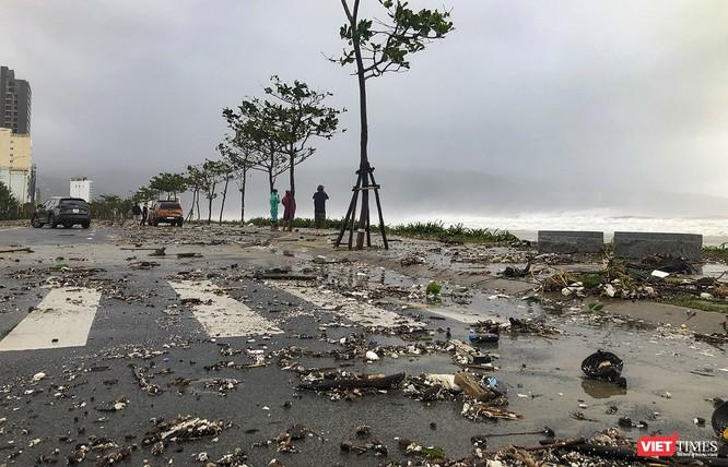 Một Đà Nẵng tan hoang đến khó tin sau siêu bão... ảnh 11