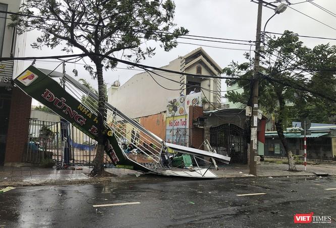 Một Đà Nẵng tan hoang đến khó tin sau siêu bão... ảnh 13