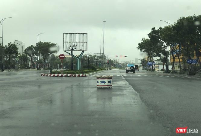 Một Đà Nẵng tan hoang đến khó tin sau siêu bão... ảnh 15