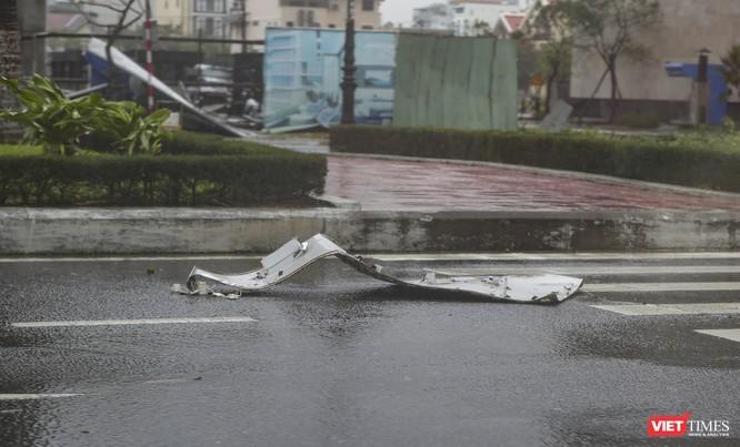 Một Đà Nẵng tan hoang đến khó tin sau siêu bão... ảnh 6