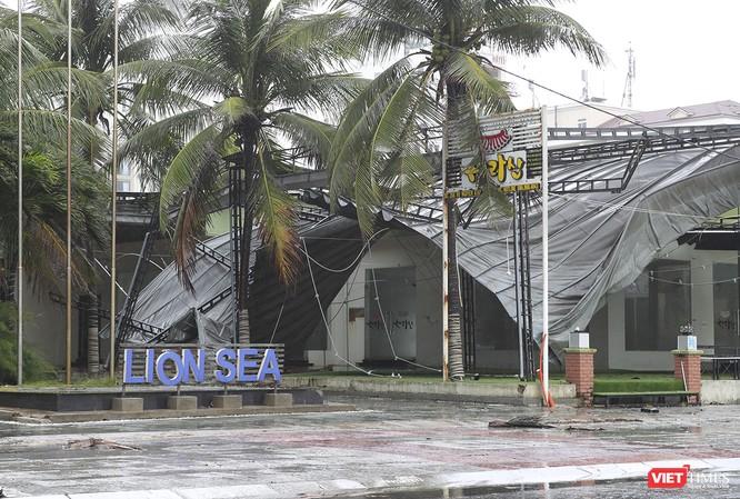 Một Đà Nẵng tan hoang đến khó tin sau siêu bão... ảnh 8