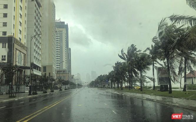 Một Đà Nẵng tan hoang đến khó tin sau siêu bão... ảnh 1