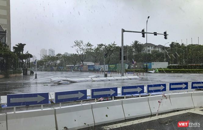 Một Đà Nẵng tan hoang đến khó tin sau siêu bão... ảnh 5