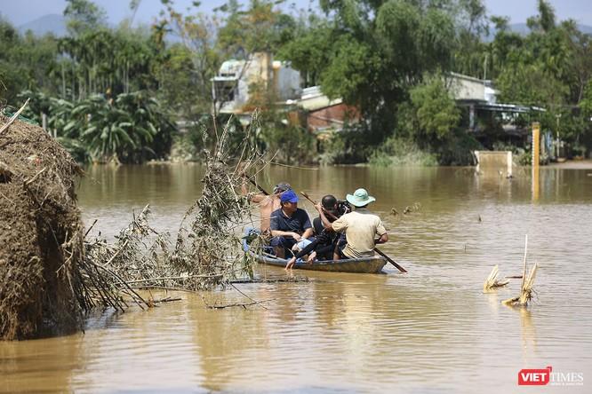 Quảng Nam: Thủy điện Đắk Mi 4 xả lũ, hạ du sông Vu Gia chìm trong nước ảnh 9