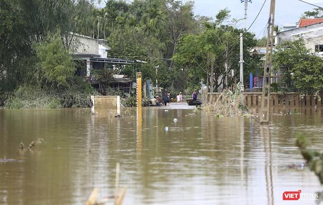 Quảng Nam: Thủy điện Đắk Mi 4 xả lũ, hạ du sông Vu Gia chìm trong nước ảnh 6