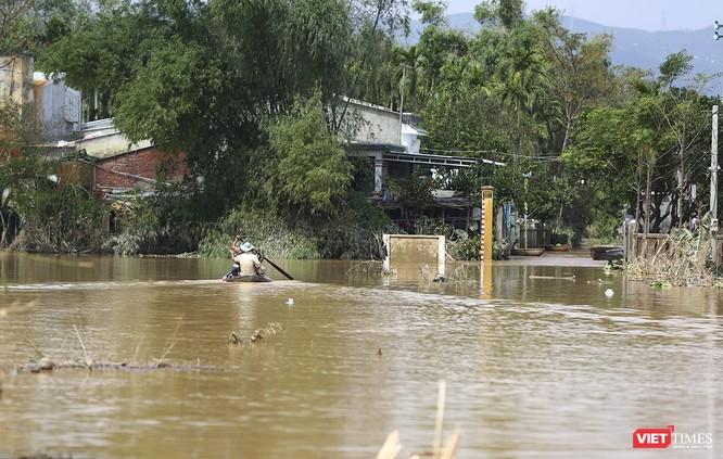 Quảng Nam: Thủy điện Đắk Mi 4 xả lũ, hạ du sông Vu Gia chìm trong nước ảnh 12