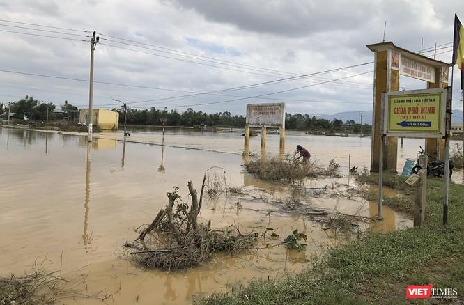 Quảng Nam: Thủy điện Đắk Mi 4 xả lũ, hạ du sông Vu Gia chìm trong nước ảnh 2
