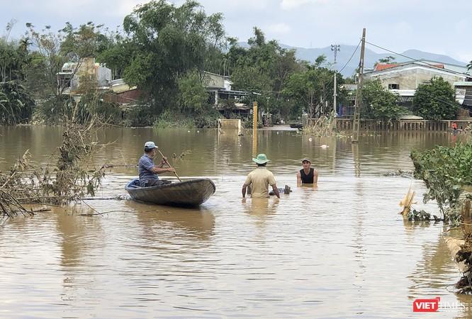 Quảng Nam: Thủy điện Đắk Mi 4 xả lũ, hạ du sông Vu Gia chìm trong nước ảnh 10