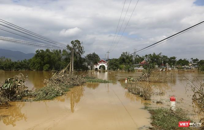 Quảng Nam: Thủy điện Đắk Mi 4 xả lũ, hạ du sông Vu Gia chìm trong nước ảnh 4