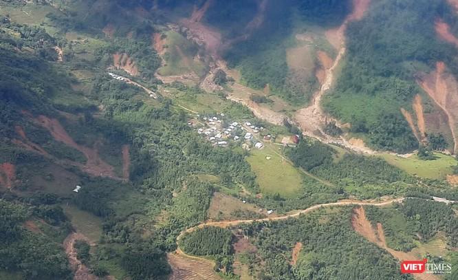 Ảnh: Lập cầu hàng không tiếp tế lương thực cho gần 3.000 người dân đang bị chia cắt ở Phước Sơn ảnh 4