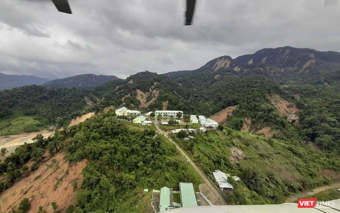 Ảnh: Lập cầu hàng không tiếp tế lương thực cho gần 3.000 người dân đang bị chia cắt ở Phước Sơn ảnh 5