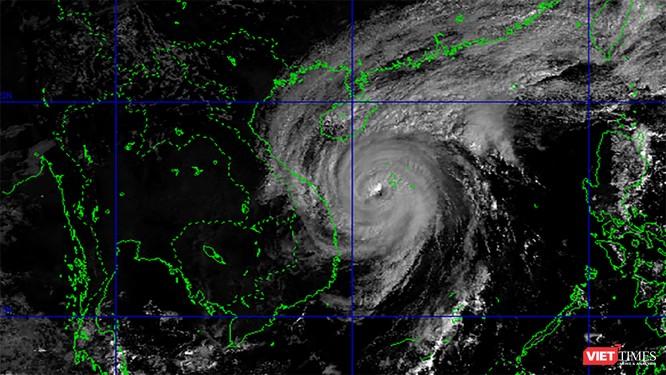 Tiến gần vào đất liền, bão số 13 tăng sức mạnh, giật cấp 17 ảnh 1