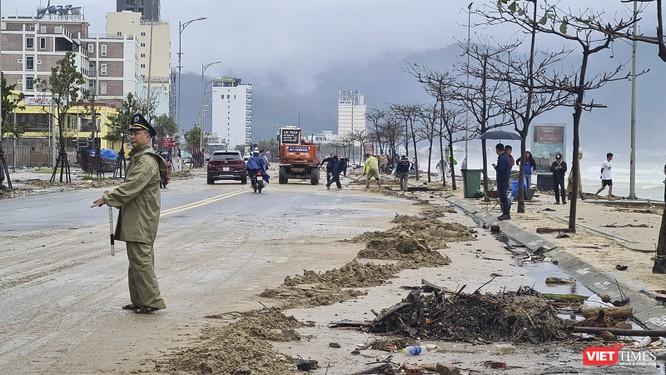 Đà Nẵng ngổn ngang sau khi bão số 13 lướt qua ảnh 8