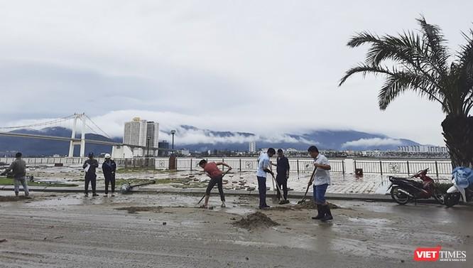 Đà Nẵng ngổn ngang sau khi bão số 13 lướt qua ảnh 11