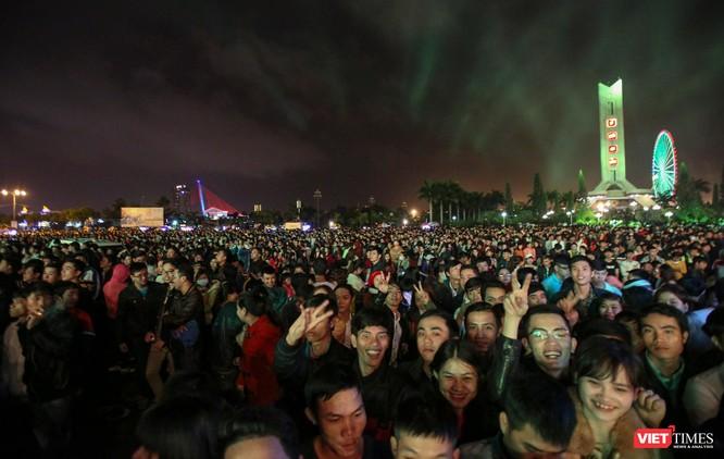 Đà Nẵng: Miễn phí du ngoạn bằng thuyền hoa trên sông Hàn dịp tết dương lịch ảnh 2
