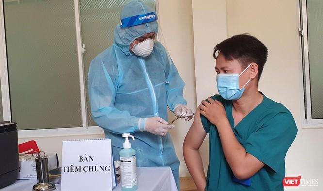 Vụ 53 nhân viên y tế đã tiêm vaccine vẫn nhiễm virus SARS-CoV-2: Giám đốc Sở Y tế TP Đà Nẵng nói gì? ảnh 1