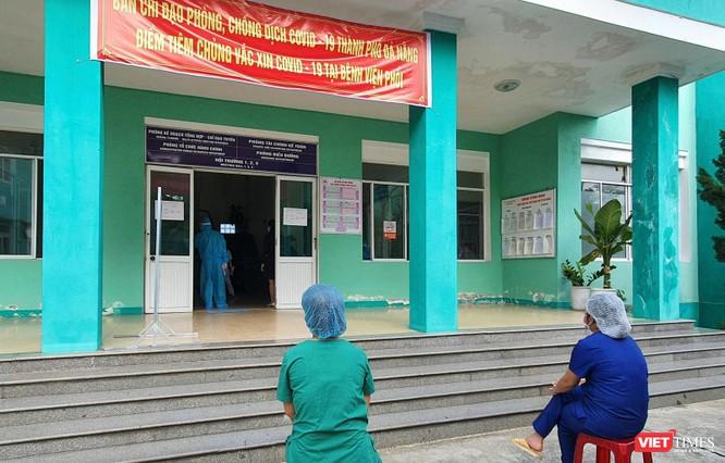 Ảnh: 100 y bác sĩ đầu tiên của Đà Nẵng được tiêm vaccine COVID-19 ảnh 3