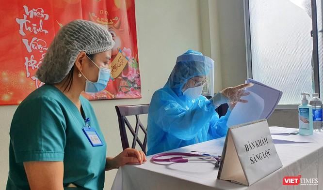 Ảnh: 100 y bác sĩ đầu tiên của Đà Nẵng được tiêm vaccine COVID-19 ảnh 9