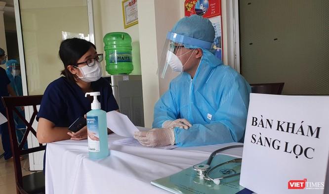 Ảnh: 100 y bác sĩ đầu tiên của Đà Nẵng được tiêm vaccine COVID-19 ảnh 6