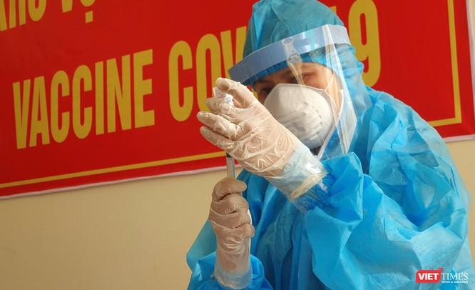 Ảnh: 100 y bác sĩ đầu tiên của Đà Nẵng được tiêm vaccine COVID-19 ảnh 22