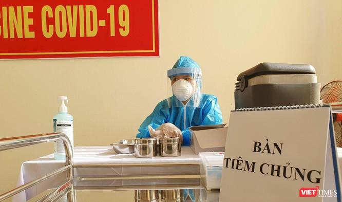 Ảnh: 100 y bác sĩ đầu tiên của Đà Nẵng được tiêm vaccine COVID-19 ảnh 7