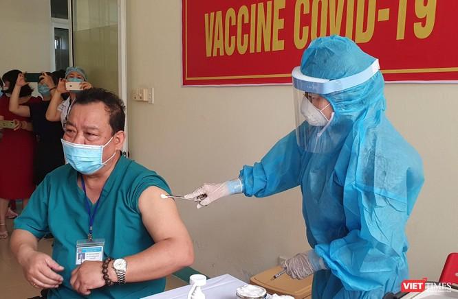 Ảnh: 100 y bác sĩ đầu tiên của Đà Nẵng được tiêm vaccine COVID-19 ảnh 20