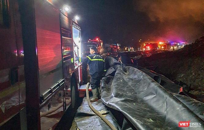 Đà Nẵng: Cháy lớn chưa rõ nguyên nhân ở bãi rác Khánh Sơn ảnh 2