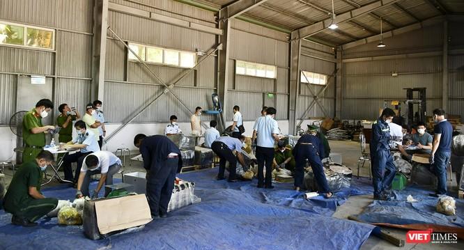 Đà Nẵng: Phát hiện container sừng tê giác núp bóng gỗ nhập khẩu từ Nam Phi ảnh 1