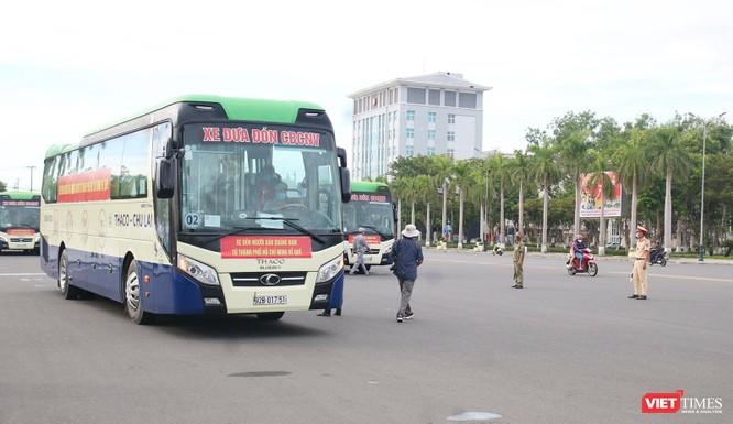 Đoàn xe đón người dân Quảng Nam ở TP HCM về quê vì COVID-19 đã lên đường ảnh 5