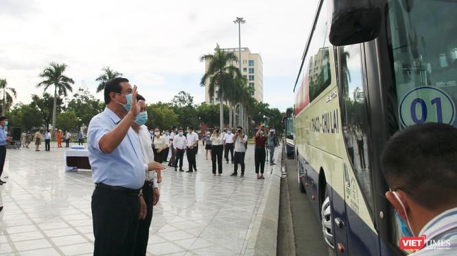 Đoàn xe đón người dân Quảng Nam ở TP HCM về quê vì COVID-19 đã lên đường ảnh 4