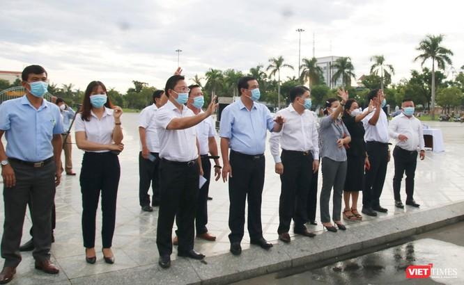 Đoàn xe đón người dân Quảng Nam ở TP HCM về quê vì COVID-19 đã lên đường ảnh 3