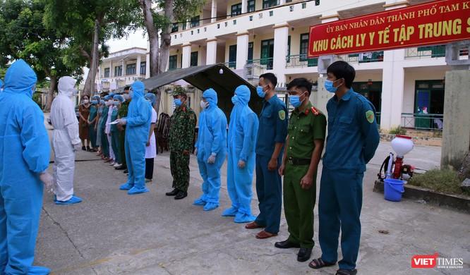 Quảng Nam: Chủ tịch UBND tỉnh đến khu cách ly thăm người dân được đón về từ TP HCM trở về ảnh 1
