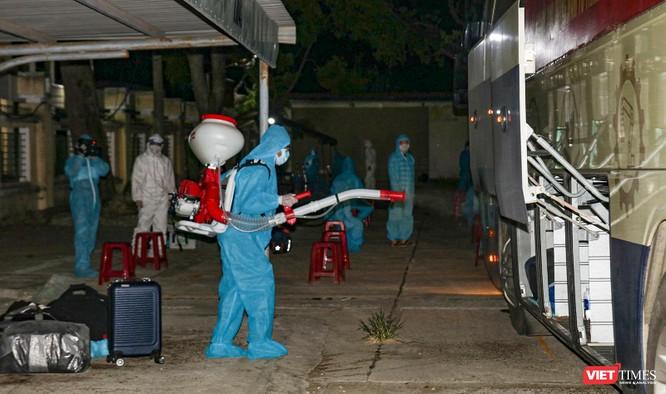 Đoàn xe chở công dân Quảng Nam từ TP HCM trở về quê an toàn ảnh 3