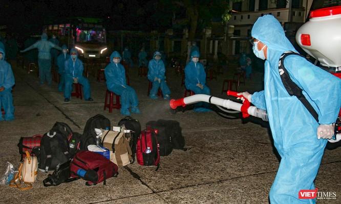 Đoàn xe chở công dân Quảng Nam từ TP HCM trở về quê an toàn ảnh 2