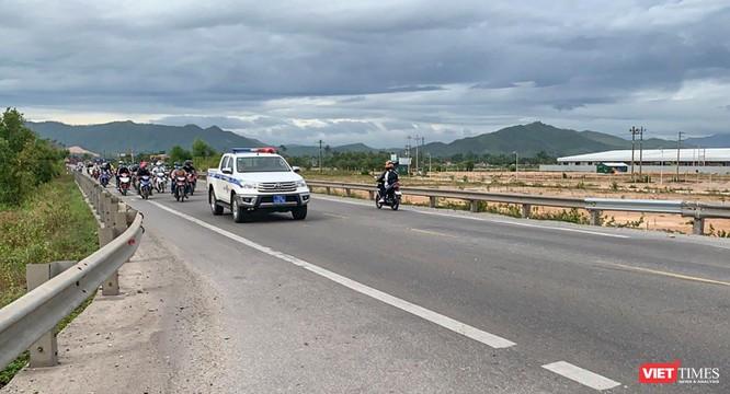 Ảnh: Hàng trăm người miền Trung rời TP HCM bằng xe máy ảnh 11