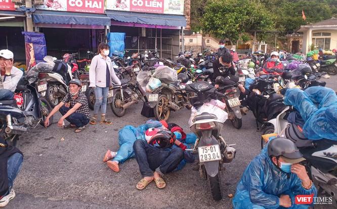 Ảnh: Hàng trăm người miền Trung rời TP HCM bằng xe máy ảnh 8