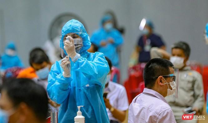 Ảnh: Đà Nẵng ngày đầu tiêm vaccine COVID-19 Spikevax trong cộng đồng ảnh 18