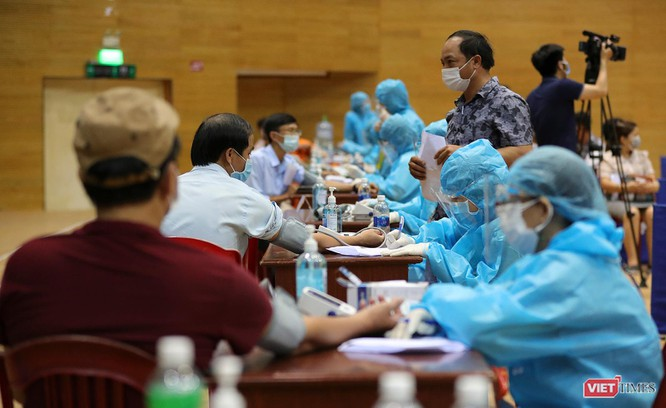 Ảnh: Đà Nẵng ngày đầu tiêm vaccine COVID-19 Spikevax trong cộng đồng ảnh 9
