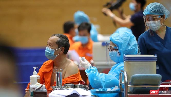 Ảnh: Đà Nẵng ngày đầu tiêm vaccine COVID-19 Spikevax trong cộng đồng ảnh 22