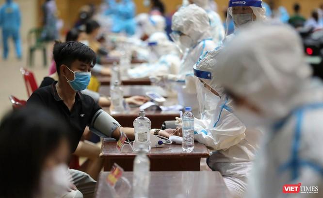 Ảnh: Đà Nẵng ngày đầu tiêm vaccine COVID-19 Spikevax trong cộng đồng ảnh 15
