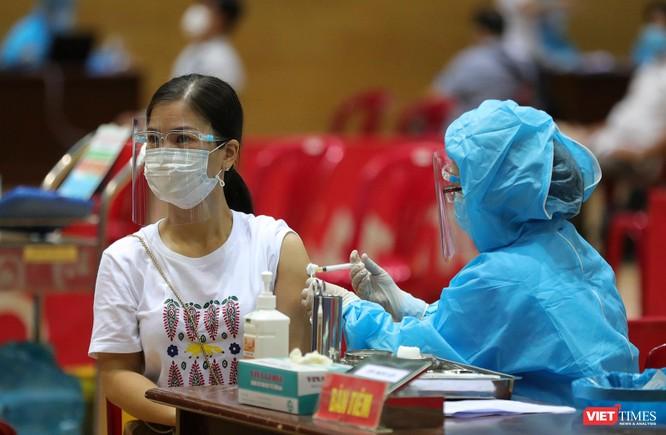 Ảnh: Đà Nẵng ngày đầu tiêm vaccine COVID-19 Spikevax trong cộng đồng ảnh 25