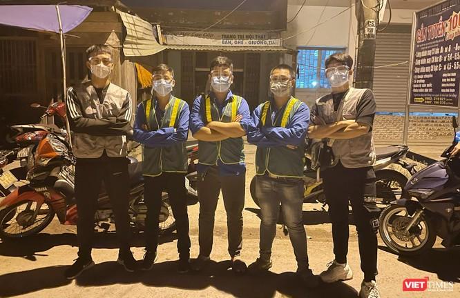 Ảnh: Đội sinh viên tình nguyện Đà Nẵng xuyên đêm tiếp sức người dân đi xe máy về quê tránh dịch ảnh 1