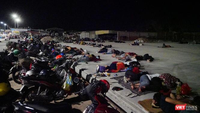 Ảnh: Đội sinh viên tình nguyện Đà Nẵng xuyên đêm tiếp sức người dân đi xe máy về quê tránh dịch ảnh 22