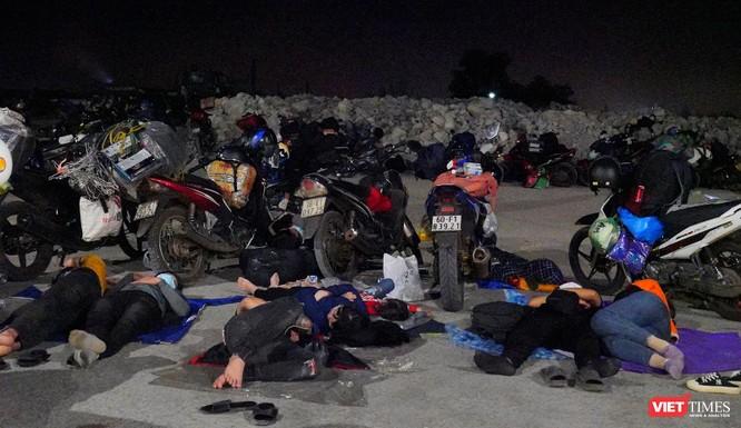 Ảnh: Đội sinh viên tình nguyện Đà Nẵng xuyên đêm tiếp sức người dân đi xe máy về quê tránh dịch ảnh 25