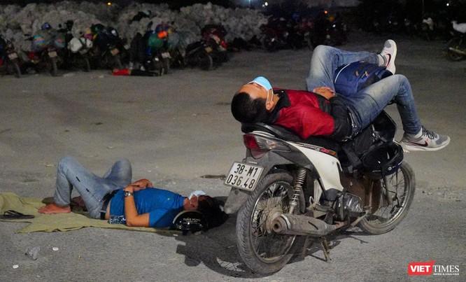 Ảnh: Đội sinh viên tình nguyện Đà Nẵng xuyên đêm tiếp sức người dân đi xe máy về quê tránh dịch ảnh 28