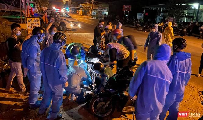 Ảnh: Đội sinh viên tình nguyện Đà Nẵng xuyên đêm tiếp sức người dân đi xe máy về quê tránh dịch ảnh 12
