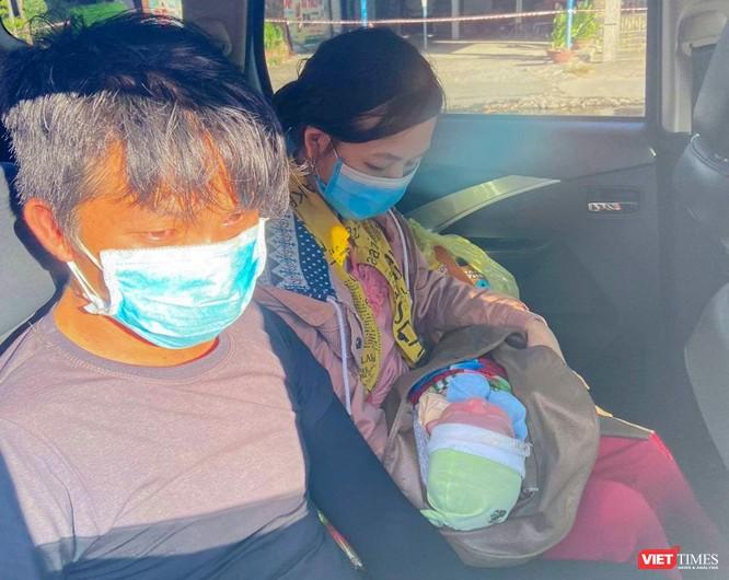 Bé 10 ngày tuổi cùng bố mẹ từ TP HCM đi xe máy về quê đã được giúp đỡ ở Đà Nẵng ảnh 6